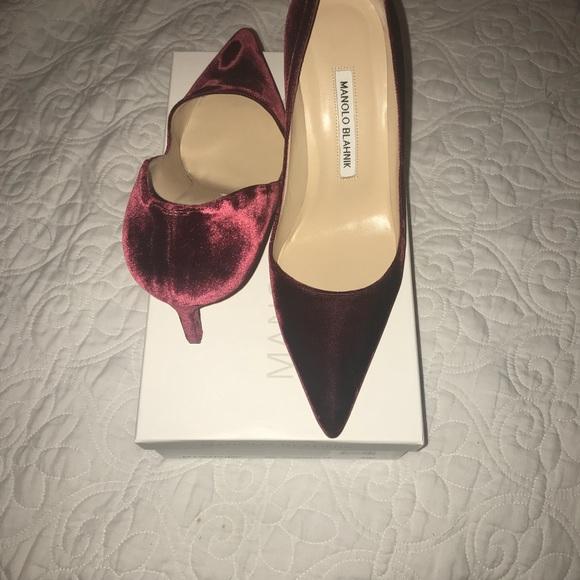 a0045372dbef0 Manolo Blahnik Shoes | Lisa Pump In Burgundy Velvet 385 | Poshmark